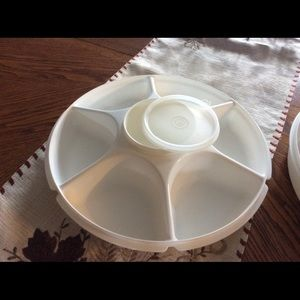 Tupperware chip and dip container.